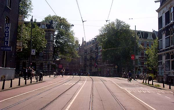 left=Leidsegracht (even) top=Marnixstraat right=Leidsekade bottom=Marnixstraat  Click on the right to look to the right, left to look to the left, top in the middle to go right on, and bottom to reverse direction.
